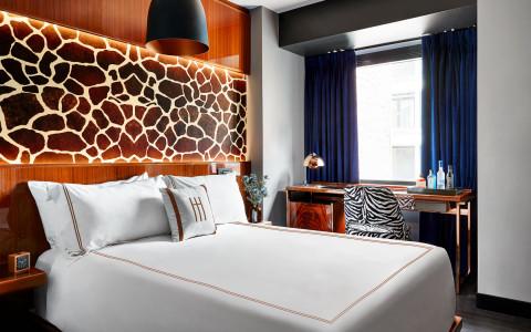 14-hotelhendricks-dmitchell_hotelhendricks_08---deluxe-king-5cb0d6a2d3fba-480x300